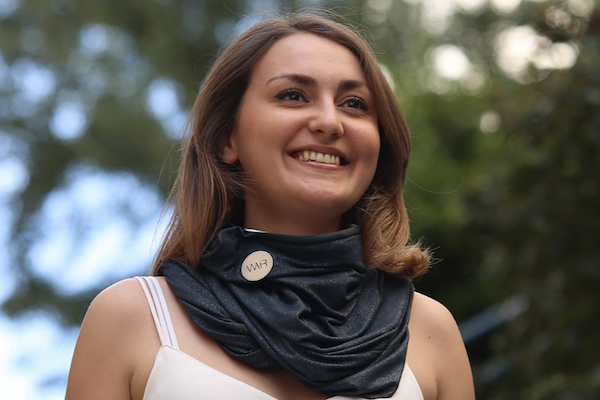 A FRENCH STARTUP IS LAUNCHING A FASHIONABLE POLLUTION PROTECTION SCARF