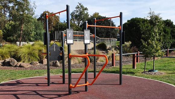 Outdoor fitness pod