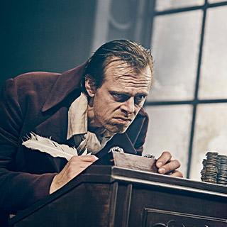 Jacob Madsen Kvols som Scrooge i Et Juleeventyr