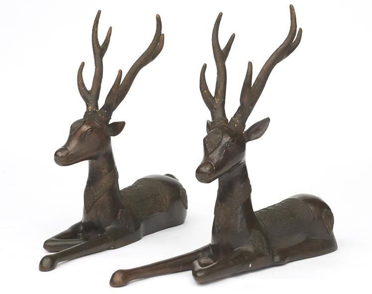 Par bronzeskulpturer af hjorte