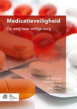 In dit boek komen alle aspecten van medicatie aan bod: wat is de werking van een medicijn, welke bijwerkingen zijn er, hoe wordt het toegediend, waar moet je als verpleegkundige en verzorgende op letten en hoe ziet een veilig medicatieproces eruit?