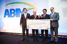 Tatsuo Suzuki recebe Premio Inova Saúde 2013