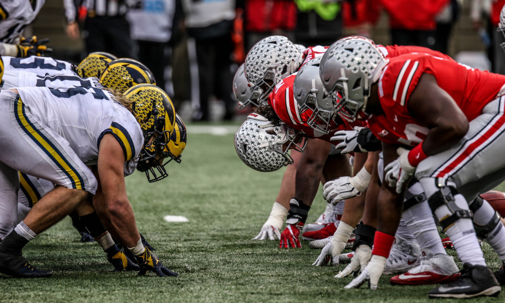 Michigan and Ohio State lining up on the field