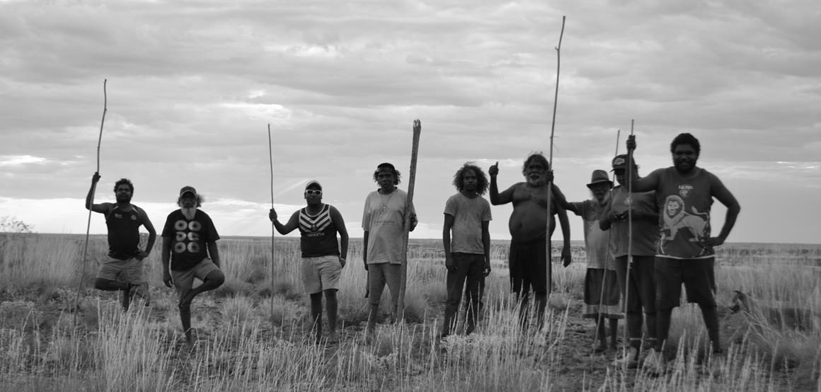 Kiwirrkurra Men with kulatas