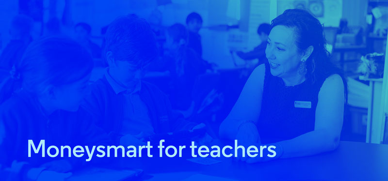 Teacher and students using digital MoneySmart resources.