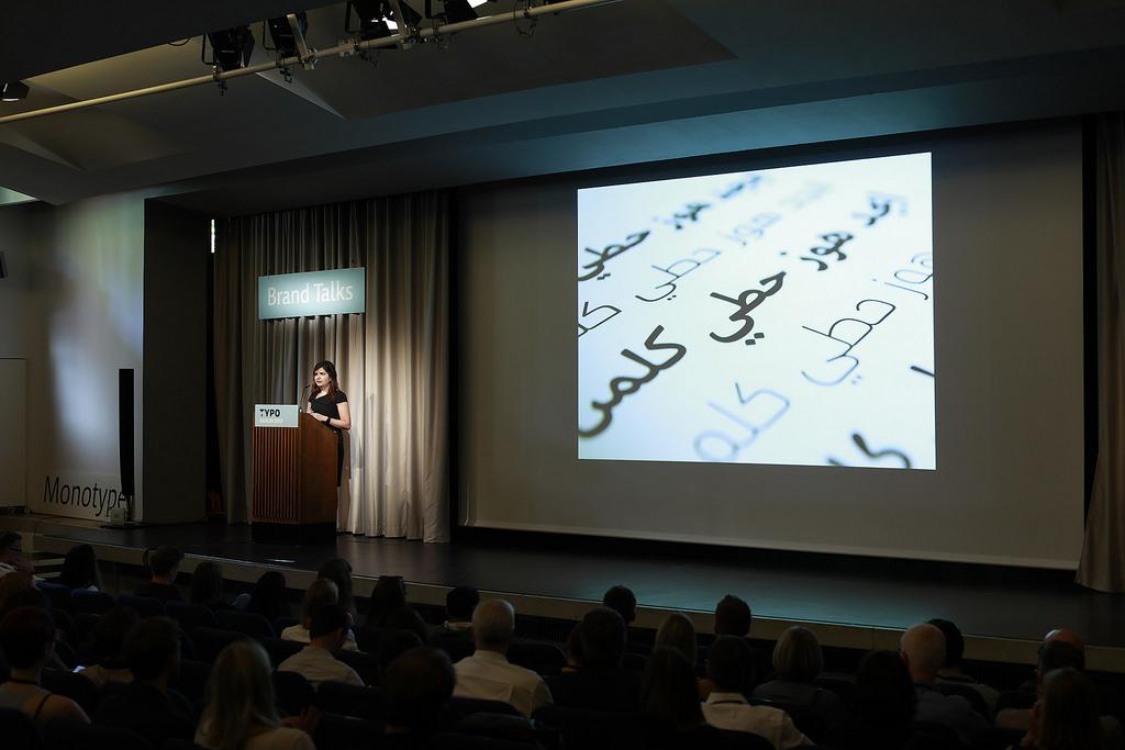 Die Dubai Font präsentiert von  Nadine Chahine auf der Typo 2017